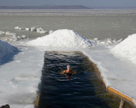 Ice water swimming